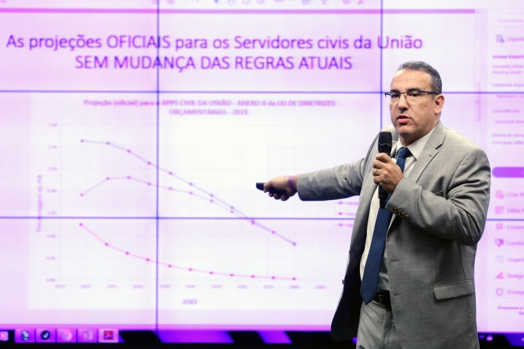 Henrique Carvalho - advogado, professor e servidor do Legislativo